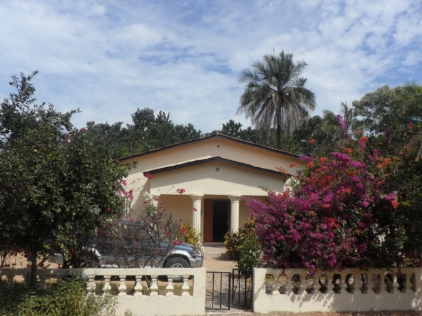 House with swimming pool, gunjur Gambia