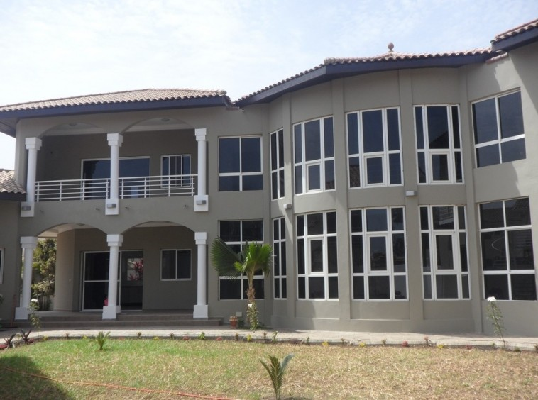 Unfurnished villa for rent in Kerr Serign $18,000