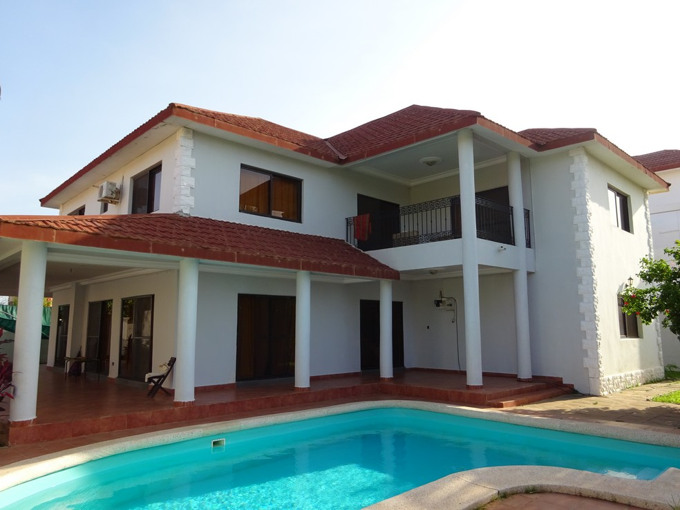 villa with pool in brufut gardens for sale